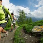 Mit Schwung unterwegs: Die Salomon Hiking Kollektion für Männer