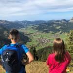 Familien- und Wanderurlaub im Tannheimer Tal: Von Schmugglern, dem größten Gipfelbuch der Welt und einem drehbaren Wanderhut