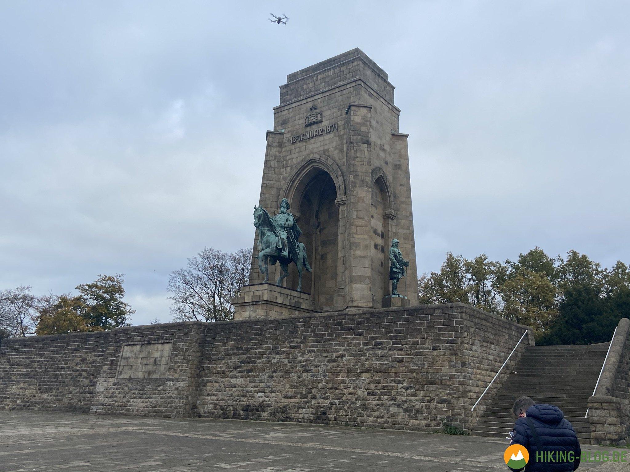 Filmdreh mit Drohne am Kaiser-Wilhelm-Denkmal
